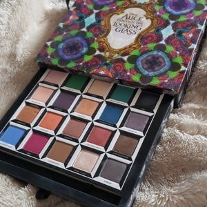 Urban Decay Alice Though the Looking Glass palette